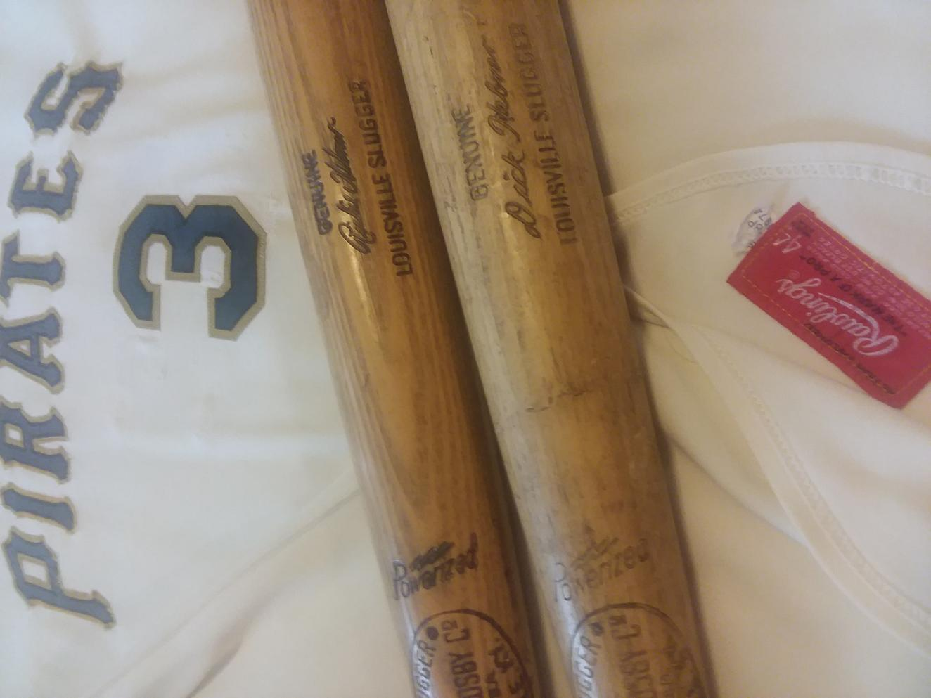 Name:  Richie Hebner Pirates 1974 2 bats  jersey front closer with MFG Tagging .jpg Views: 310 Size:  77.7 KB
